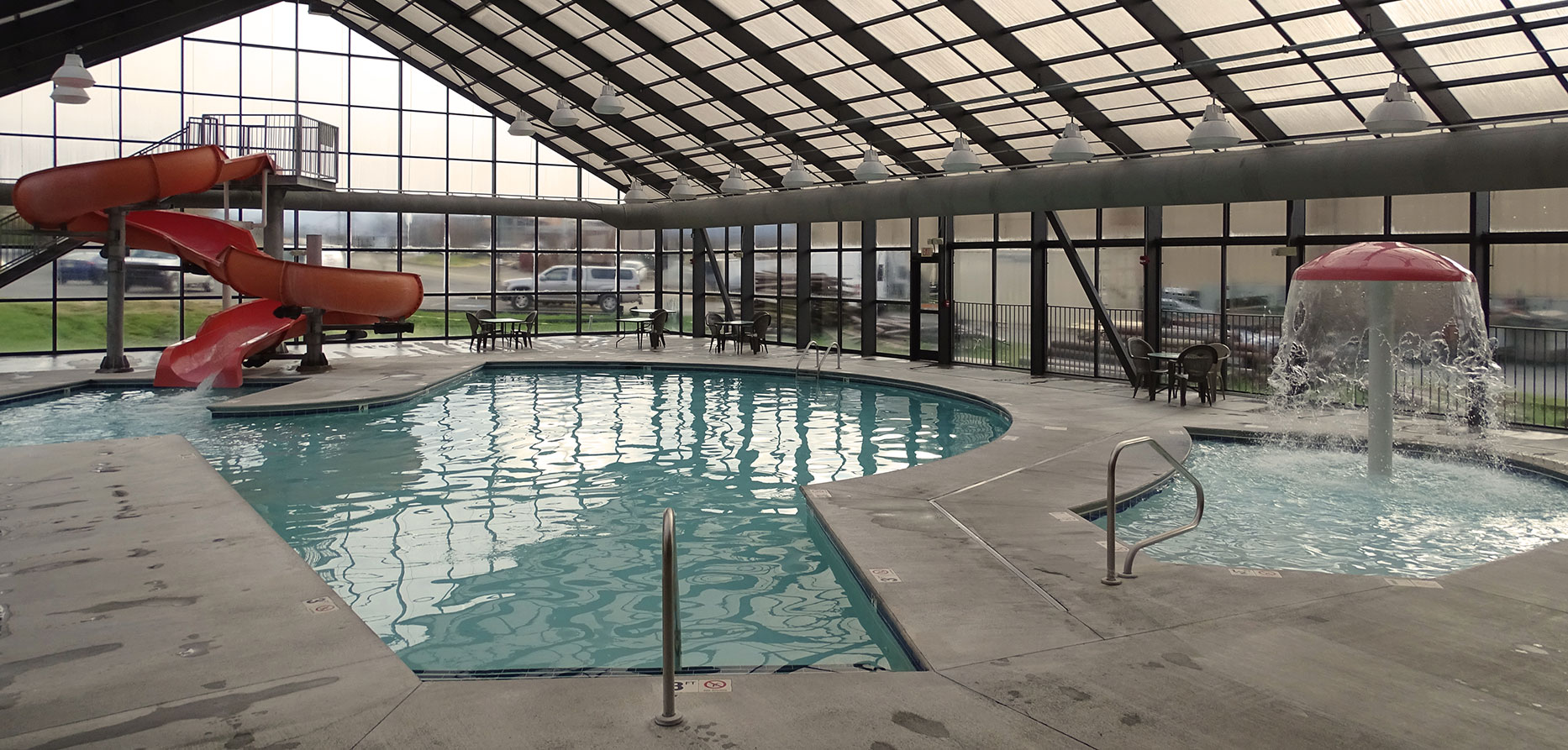 indoor pool at grand smokies resort lodge