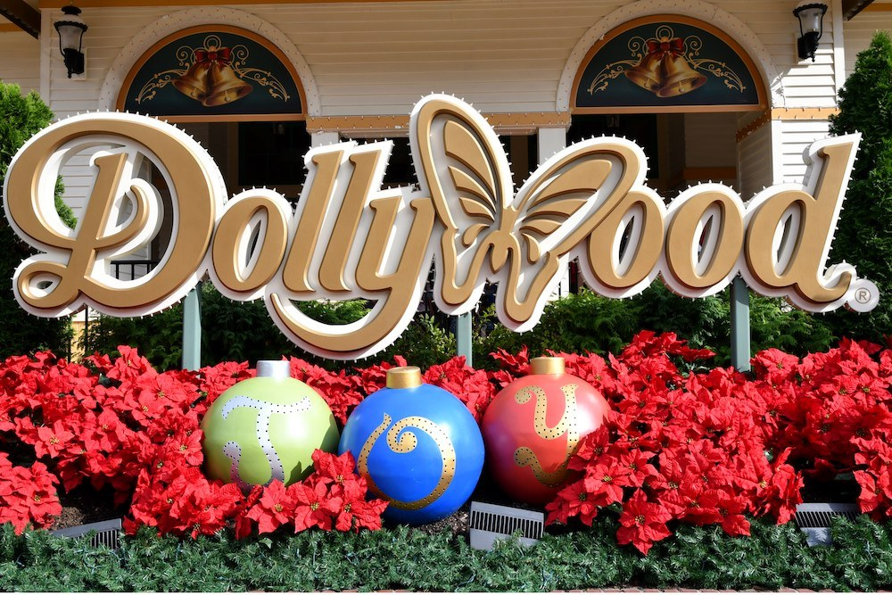 dollywood christmas sign